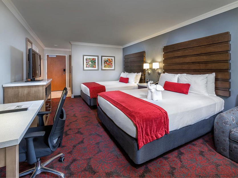 Da Accessible Deluxe Room With 2 Queen Beds at Our Hotel in Anaheim